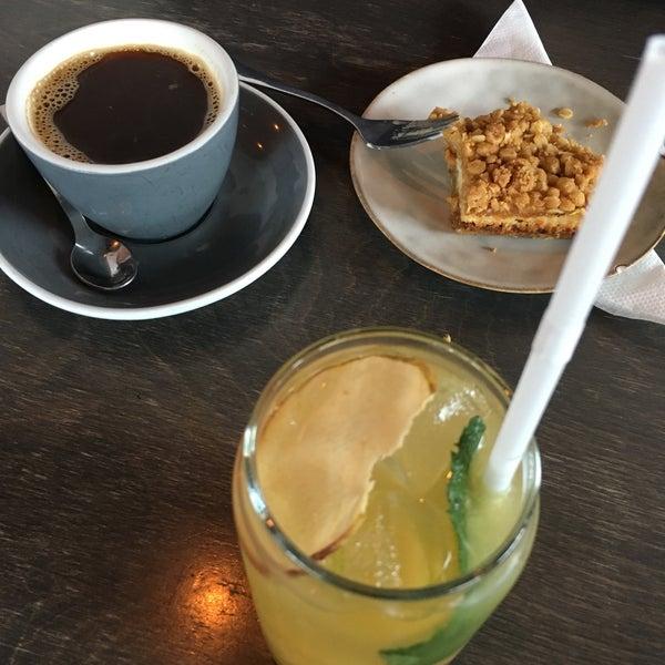 Foto tomada en Established Coffee por Schenniver el 5/31/2019