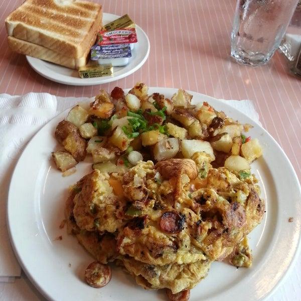 Foto diambil di The Breakfast Club & Grill oleh Michael J. pada 5/29/2013