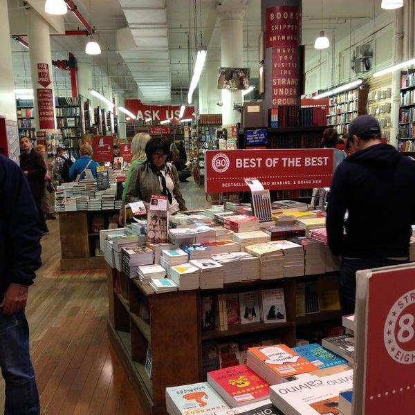 Das Foto wurde bei Strand Bookstore von David L. am 4/27/2013 aufgenommen