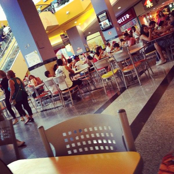 1/6/2013 tarihinde Natália C.ziyaretçi tarafından Shopping Center Penha'de çekilen fotoğraf