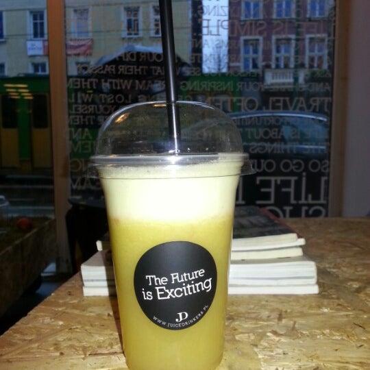 รูปภาพถ่ายที่ Juice Drinkers โดย HECA เมื่อ 1/3/2013