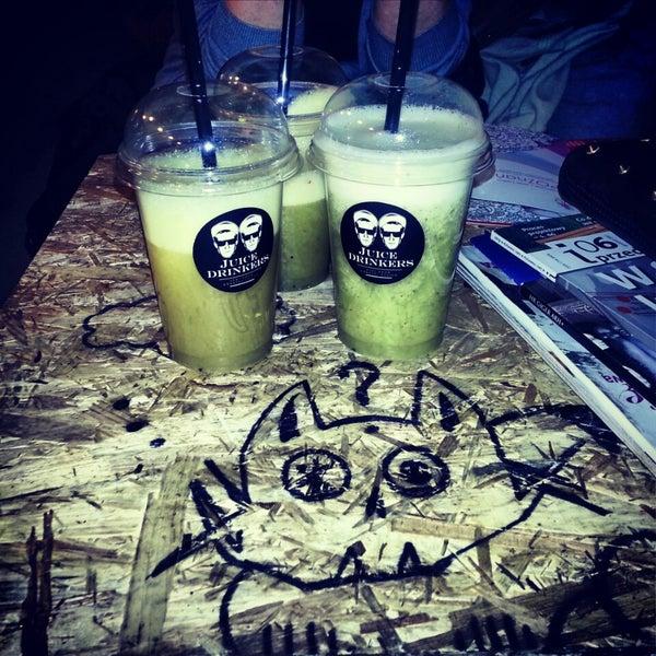 รูปภาพถ่ายที่ Juice Drinkers โดย HECA เมื่อ 3/25/2013