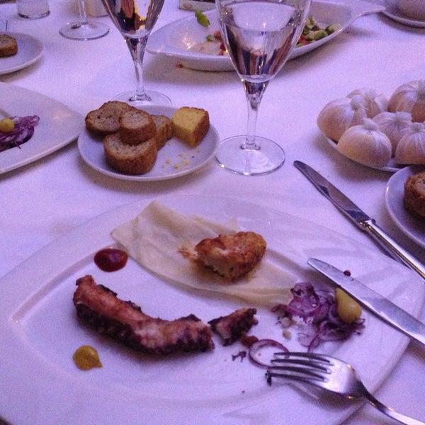 Foto tomada en Trilye Restaurant por Gökay Y. el 5/16/2013