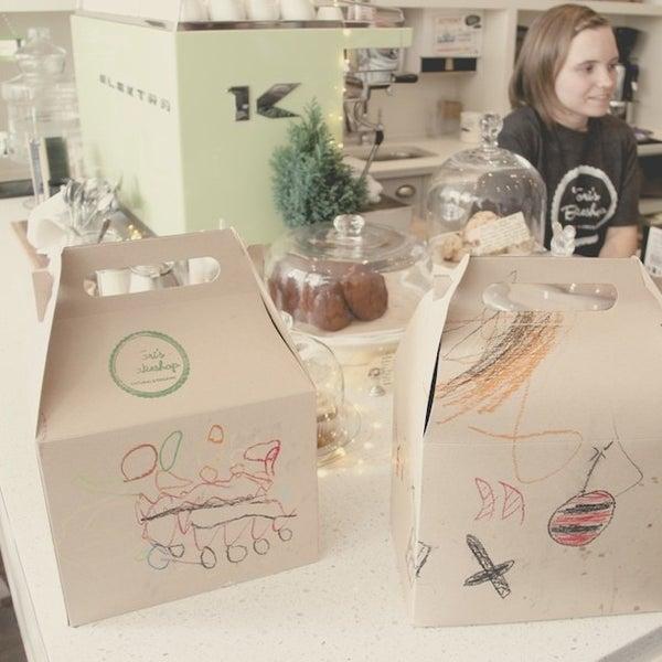 Foto tomada en Tori's Bakeshop por Yuli S. el 11/27/2012