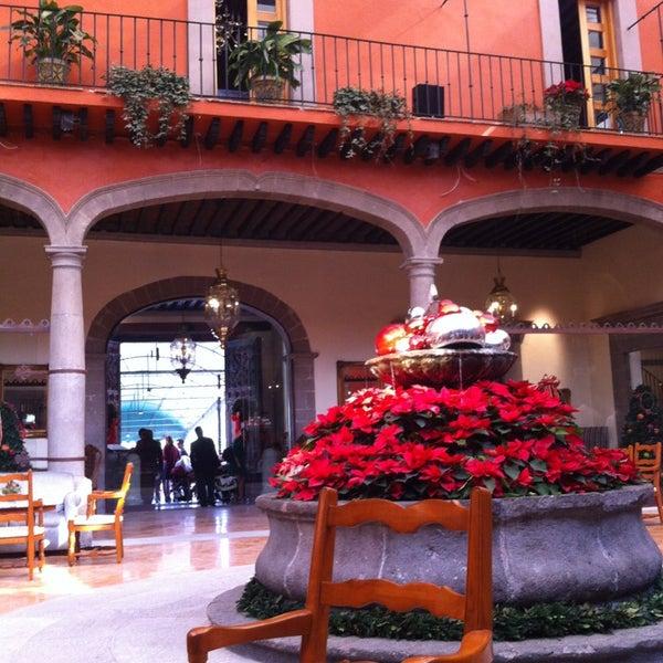 รูปภาพถ่ายที่ Hacienda de Los Morales โดย E A. เมื่อ 12/29/2012
