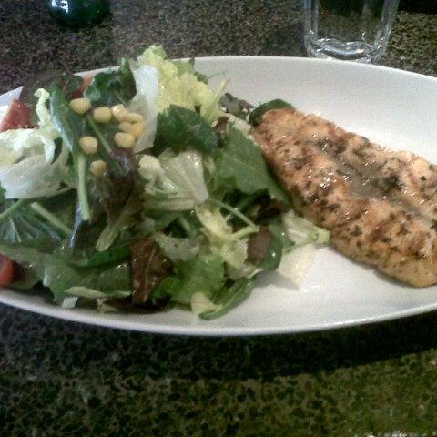 12/31/2012 tarihinde Burak T.ziyaretçi tarafından Faros Restaurant'de çekilen fotoğraf