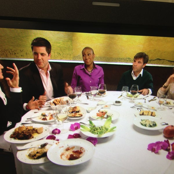 Last week before Robin Roberts returned to work on Good Morning America, she and her fellow anchors had lunch at Loi Restaurant to catch up on all that had happened in her absence.