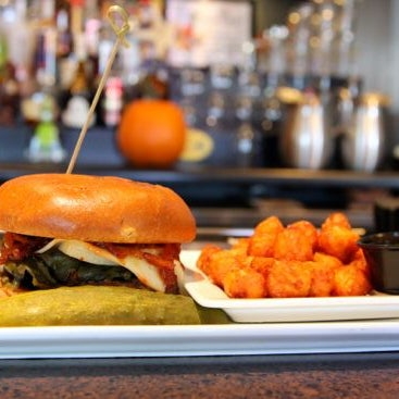 For those hot-head hamburger lovers, the go-to grub of choice is the Know Poblano Burger, piled high with sautéed spicy onions, grilled poblano peppers, & manchego cheese on 100%  USDA ground chuck.