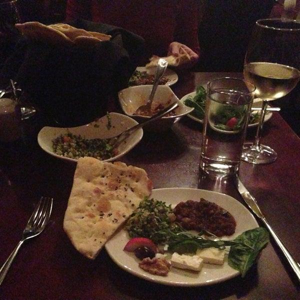 11/22/2013 tarihinde Emily L.ziyaretçi tarafından Sufi's Restaurant'de çekilen fotoğraf