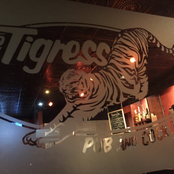 Foto tirada no(a) The Tigress Pub por Adam H. em 2/26/2015