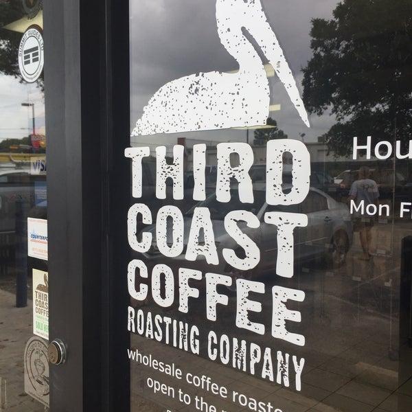 6/22/2015에 Adam H.님이 Third Coast Coffee Roasting Co.에서 찍은 사진