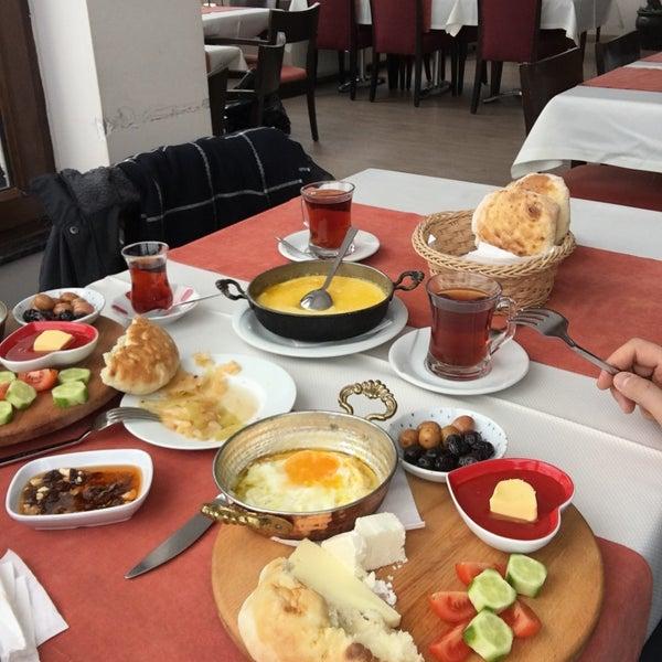 Снимок сделан в Tepe Restaurant пользователем zeki a. 2/13/2020