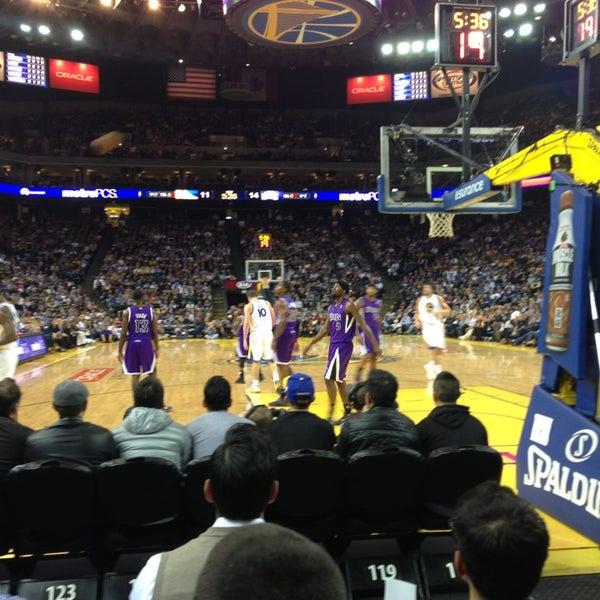 รูปภาพถ่ายที่ Oakland Arena โดย Karl B. เมื่อ 3/28/2013