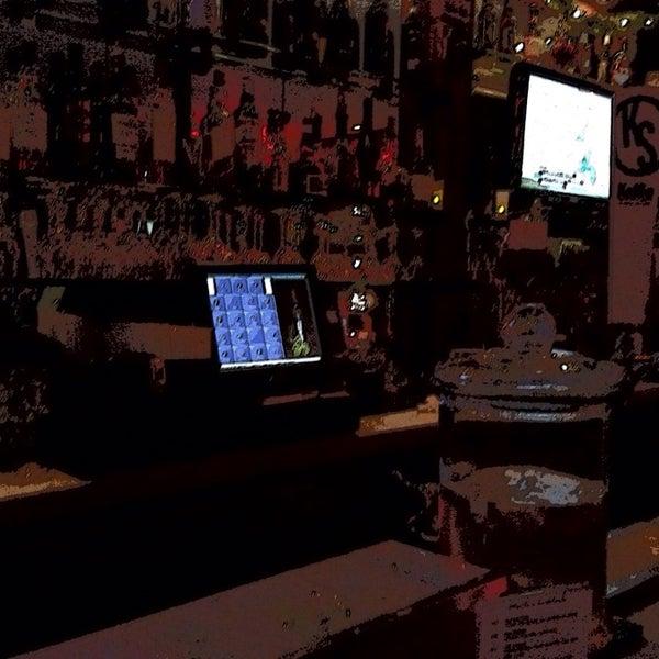 Foto diambil di Monte's Restaurant oleh Marc S. pada 12/7/2013