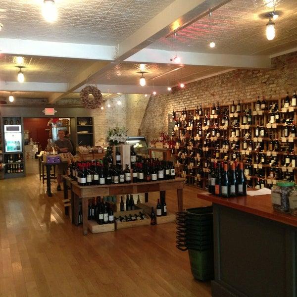 Foto scattata a Cork Wine Bar and Market da Kyle W. il 5/25/2013