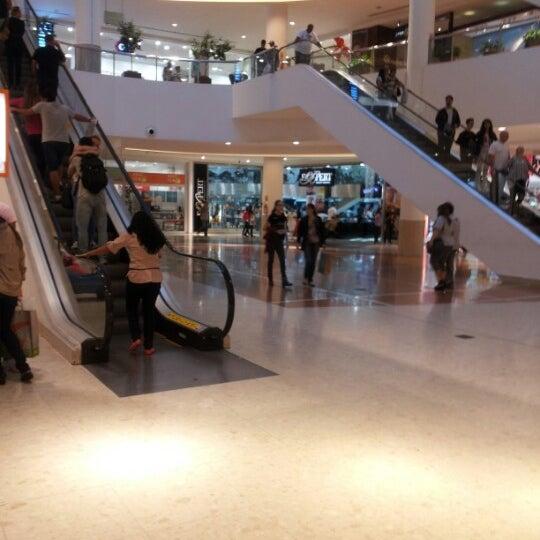 1/16/2013 tarihinde Andréia L.ziyaretçi tarafından Shopping Palladium'de çekilen fotoğraf