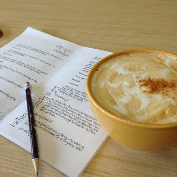 Foto tirada no(a) Accelerando Coffee House por Vaibhav V. em 3/13/2013