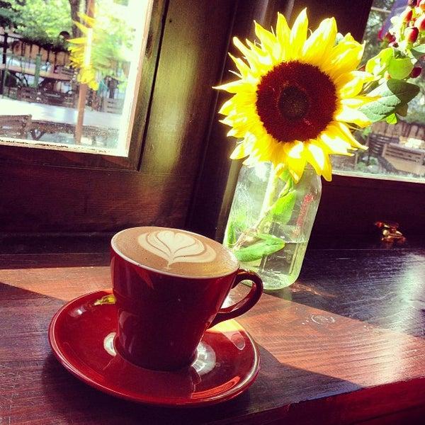 6/3/2013にFrogg CoffeeがFrogg Coffee Bar and Creperieで撮った写真