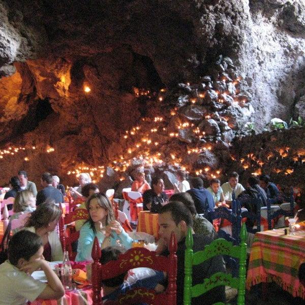 Foto tomada en La Gruta Restaurant por Paco G. el 8/12/2013