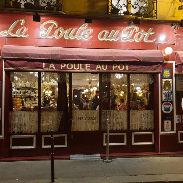 Снимок сделан в La Poule Au Pot пользователем Julia S. 9/5/2019