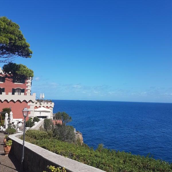 Foto tomada en Mezzatorre Resort & Spa por Julia S. el 9/15/2017