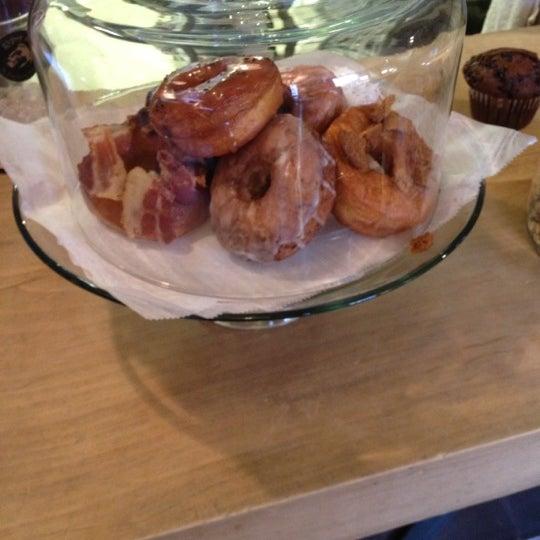 Foto scattata a Boxer Donut & Espresso Bar da Chris B. il 11/13/2012