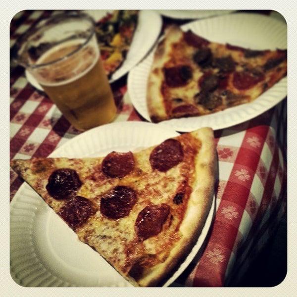 Foto scattata a La Rocco's Pizzeria da Jason W. il 8/17/2013