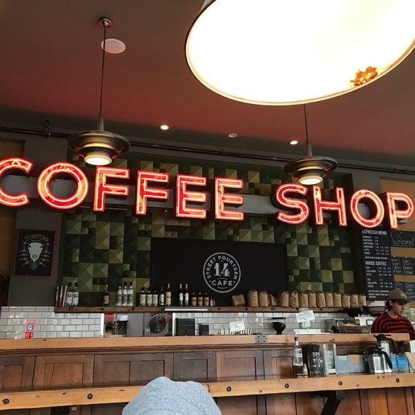 Foto diambil di Street 14 Cafe oleh Alan G. pada 8/2/2018