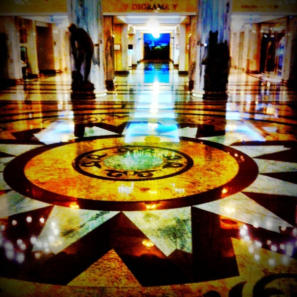 Foto scattata a Radisson Royal Hotel da Nikita S. il 3/14/2013