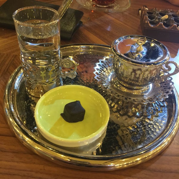 Photo prise au Coffee Castle par Kadriye D. le8/4/2016