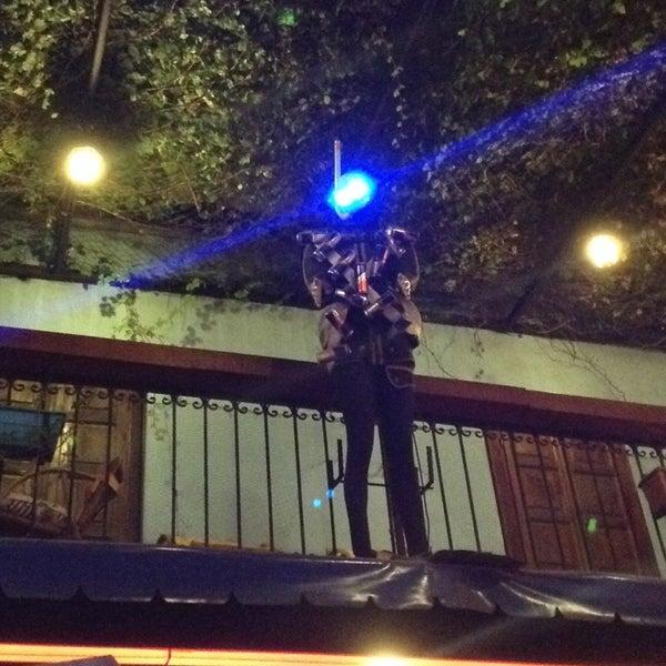 Foto tirada no(a) Deep Blue Bar por Oktay K. em 10/11/2013