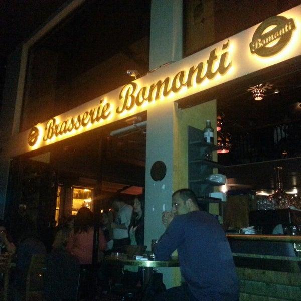 Photo prise au Brasserie Bomonti par Ziya Y. le3/30/2013