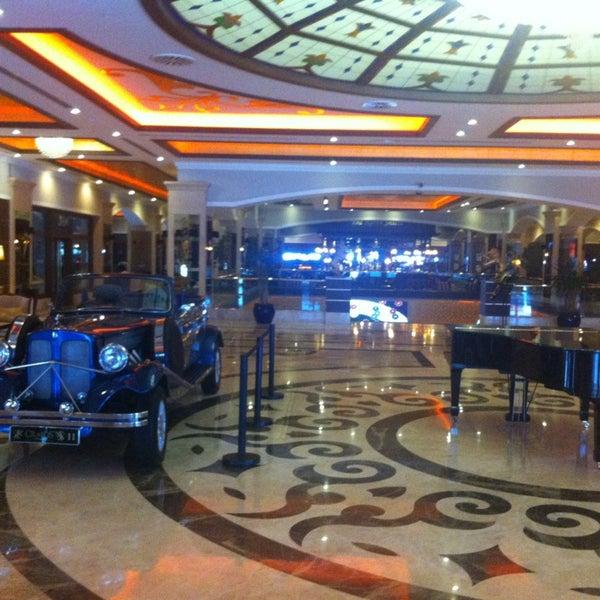 รูปภาพถ่ายที่ Cratos Premium Hotel & Casino โดย Ayhan A. เมื่อ 3/1/2013