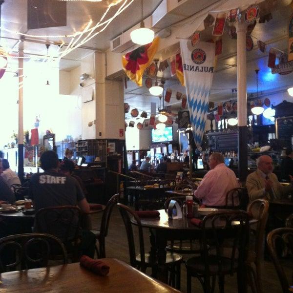 Foto tirada no(a) Jacob Wirth Restaurant por Frank M. em 6/5/2013