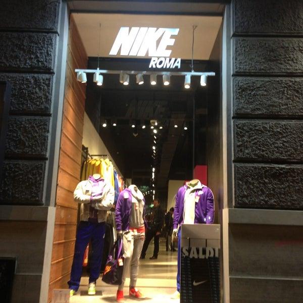 Borrar Médico Ver a través de  Photos at Nike Store Cola di Rienzo - Prati - Roma, Lazio