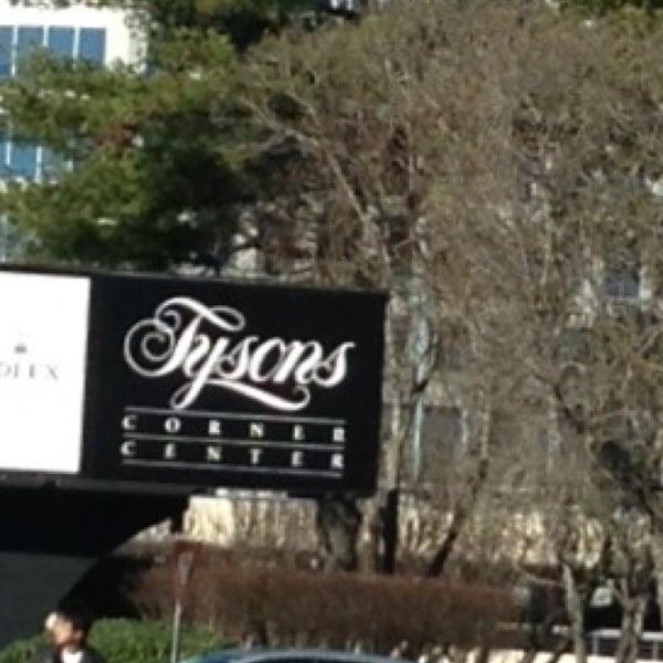 1/19/2013 tarihinde GoLacey Goziyaretçi tarafından Tysons Corner Center'de çekilen fotoğraf