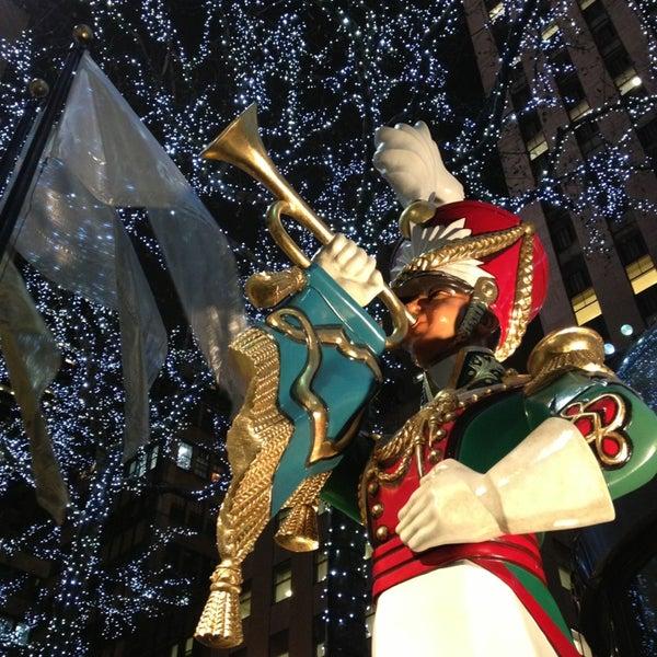 Das Foto wurde bei The Rink at Rockefeller Center von Paige R. am 12/20/2012 aufgenommen