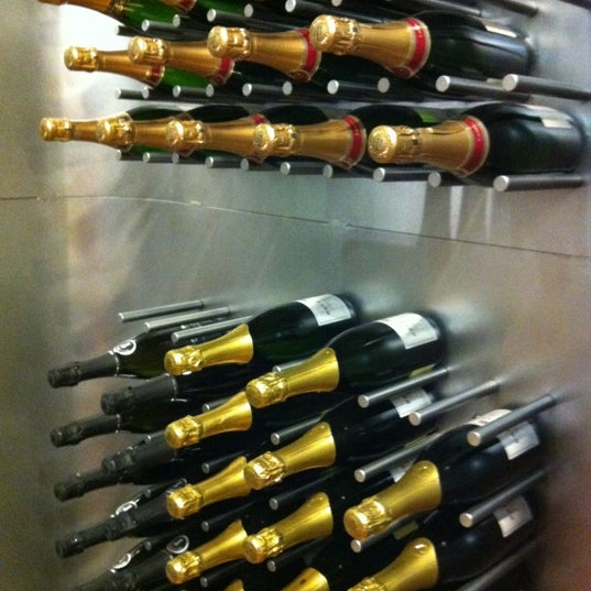 Foto diambil di Wine By The Bay oleh Tu M. pada 12/2/2012