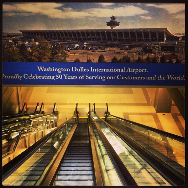 Foto diambil di Washington Dulles International Airport oleh Ariel P. pada 5/8/2013