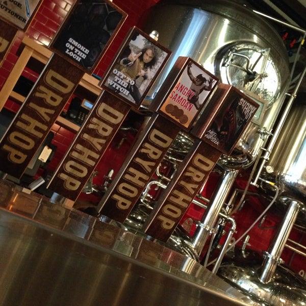 10/4/2013에 radstarr님이 DryHop Brewers에서 찍은 사진