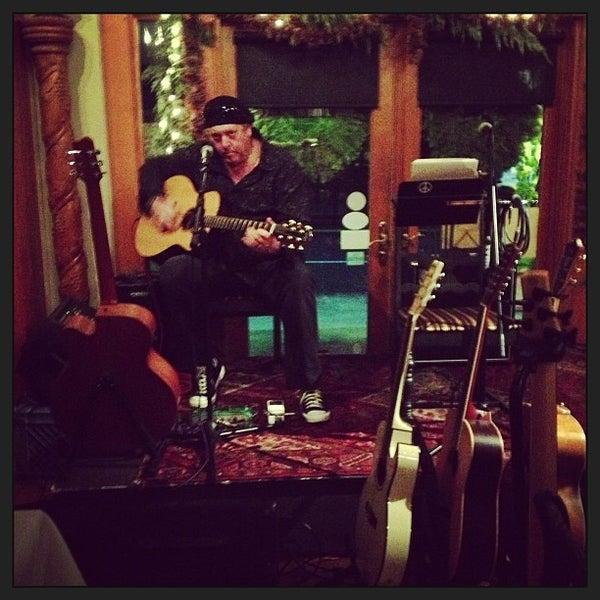 รูปภาพถ่ายที่ Olive & Vine โดย James Marshall B. เมื่อ 12/31/2012