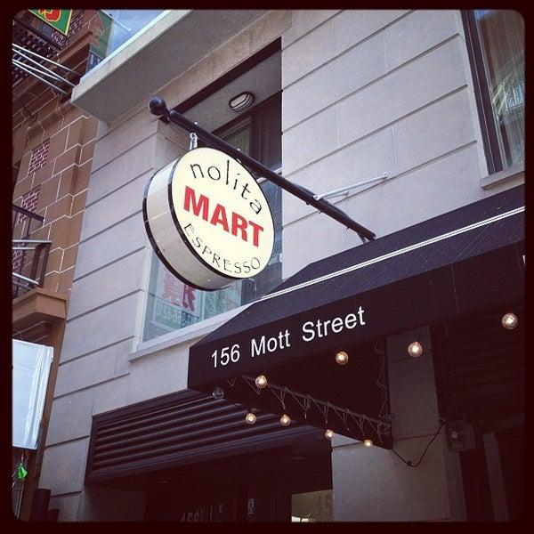 12/6/2012にZach Peak P.がNolita Mart & Espresso Barで撮った写真