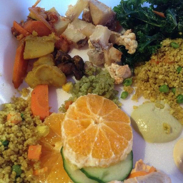 Foto scattata a Tsom Vegetarian Flavors da Suzanne M. il 9/15/2013
