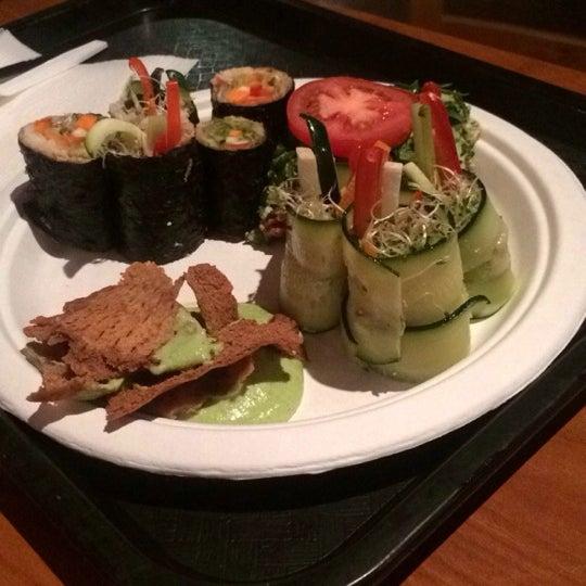 Foto scattata a Tsom Vegetarian Flavors da Suzanne M. il 2/2/2014