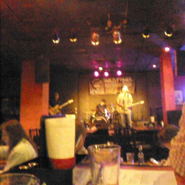 9/28/2013에 Russell N.님이 Wild Tymes Sports & Music Bar에서 찍은 사진