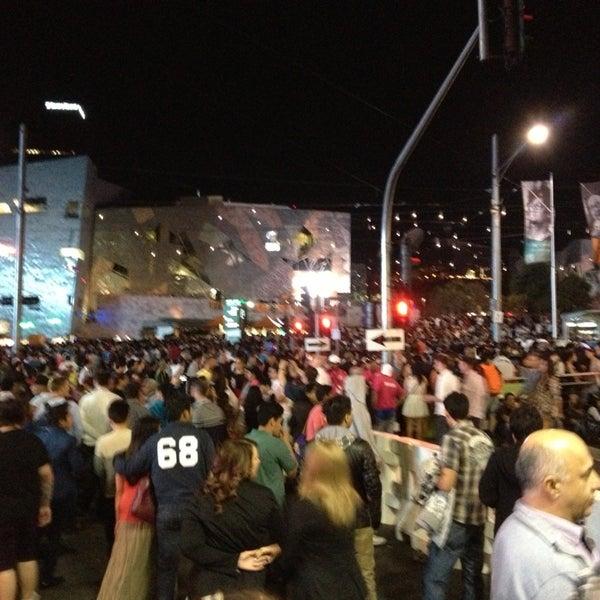 รูปภาพถ่ายที่ Federation Square โดย Mohammed U. เมื่อ 12/31/2012