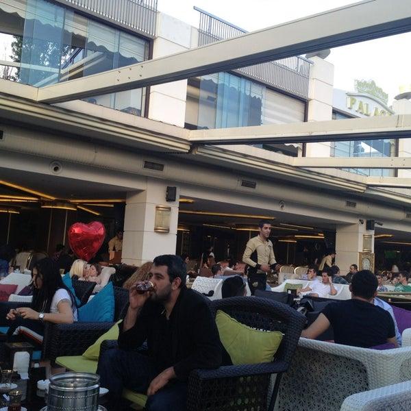 5/19/2013 tarihinde Nedim A.ziyaretçi tarafından Palace Cafe Restaurant & Bowling'de çekilen fotoğraf