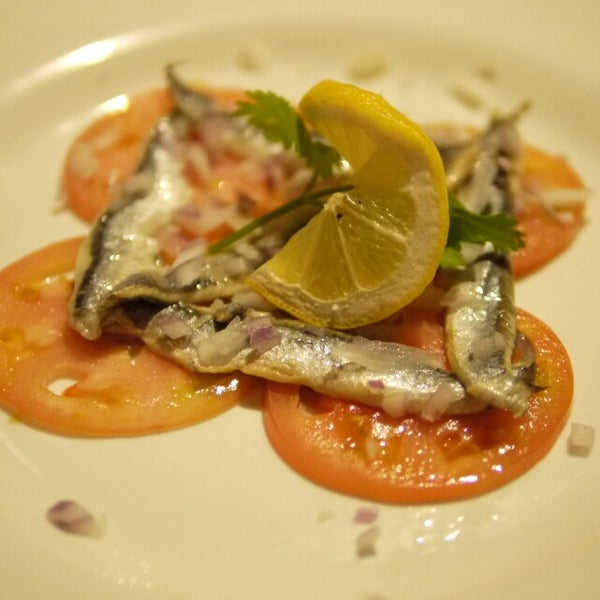 รูปภาพถ่ายที่ Tasca Spanish Tapas Restaurant & Bar โดย Remina リ. เมื่อ 11/12/2013