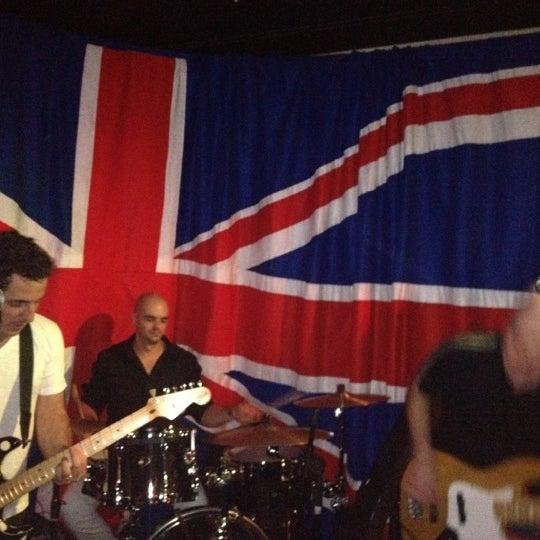 Снимок сделан в The Queen's Head пользователем Bruno B. 6/17/2012