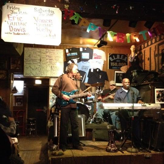 1/21/2013 tarihinde Chris N.ziyaretçi tarafından B.L.U.E.S.'de çekilen fotoğraf